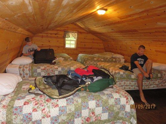 Lansing, WV: upper floor of sportsman cabin