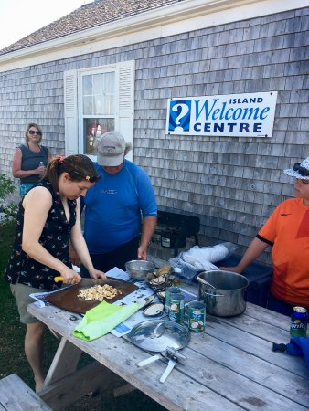 Victoria, Kanada: Helping make our clam chowder