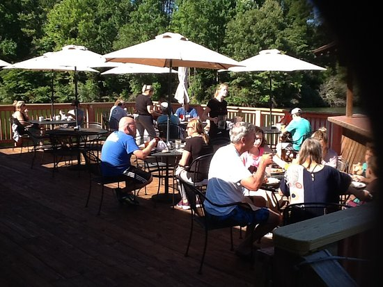 Hardy, VA: Breakfast on the deck Saturday's and Sunday's 8:30AM until noon.