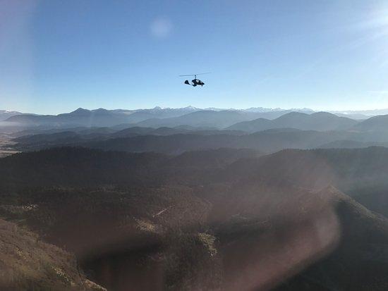 Mazeres, فرنسا: Vol au dessus des Pyrenees au soleil couchant