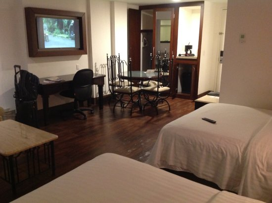 Holiday Inn Hotel & Suites Centro Historico: ゆったりとした客室。