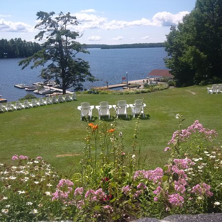 Windermere House Resort & Hotel: View from the Dining Patio Porch