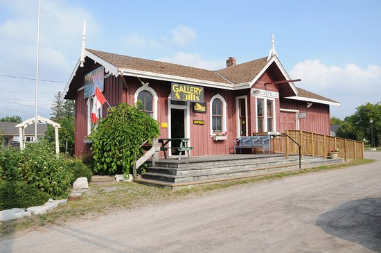 Station Gallery of Fenelon Falls: The Fenelon Station Gallery Co-op is located in the historic Fenelon Falls Train Station.