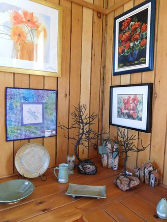 Station Gallery of Fenelon Falls: paintings, jewellery, pottery and sculpture.