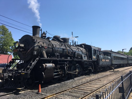 Essex, CT: Steam train at the station
