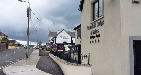 Strandhill Lodge and Suites Hotel: Entrée et vue restaurant Venue