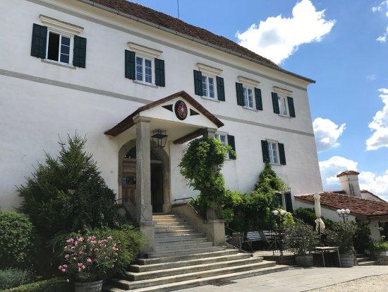 Kapfenstein, Austria: Der einladende Eingang