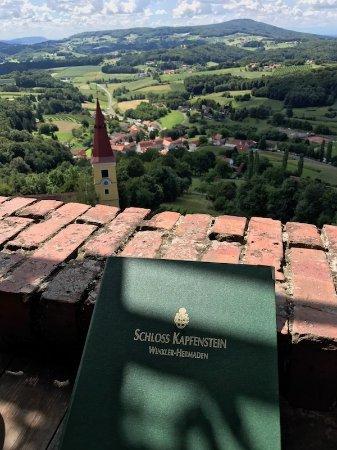 Kapfenstein, Austria: idyllischer Blick von der Terrasse