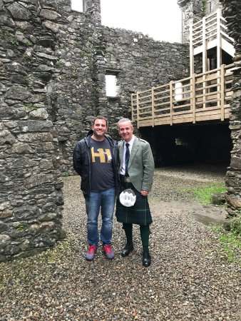 About Scotland : exploring a castle with our Guide Dave