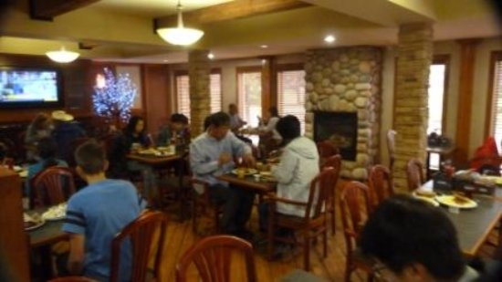 Canmore Inn & Suites: Dining room