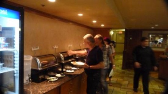 Canmore Inn & Suites: Morning buffet