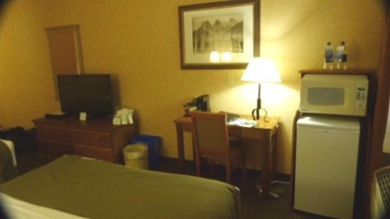 Canmore Inn & Suites: Room
