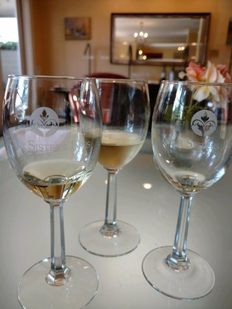 Inn at Sonoma, A Four Sisters Inn: Wine and cheese in the afternoons