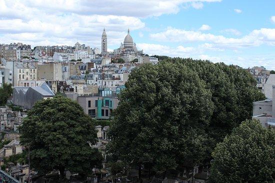 Mercure Paris Montmartre Sacre Coeur: Vue sur la basilique de Montmartre depuis la chambre