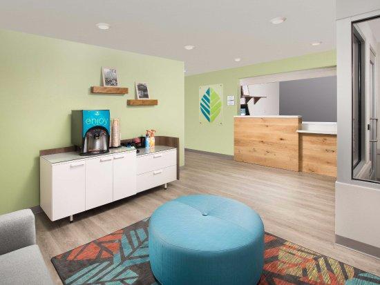 WoodSpring Suites Nashua Merrimack: Front Desk