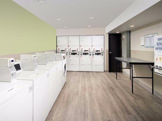 WoodSpring Suites Nashua Merrimack: Laundry Room
