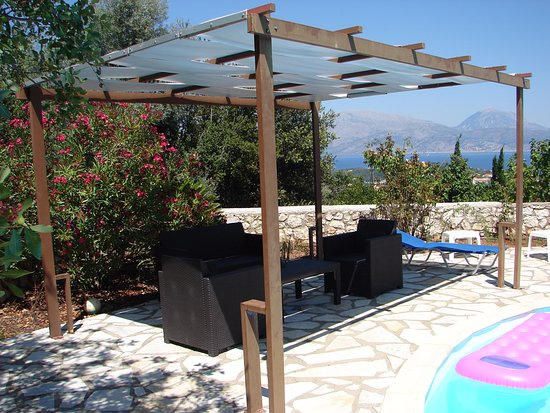 Meganisi Villas: semi covered seating