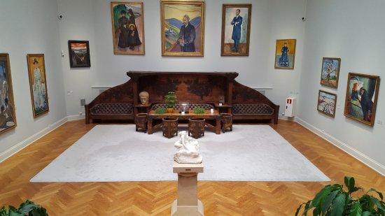 Galería Thiel: Imponerande stort rum i huset!