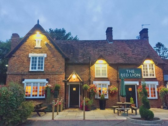 A lovely evening at The Red Lion at Milton Bryan, Woburn.