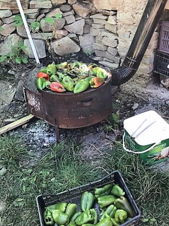 Kovachevitsa, Болгария: Les poivrons grillent !