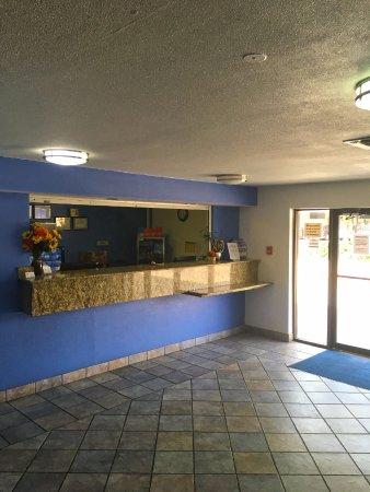Americas Best Value Inn & Suites-Irving/Dallas: Front Desk