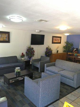 Americas Best Value Inn & Suites-Irving/Dallas: Lobby