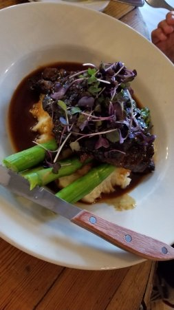The View Restaurant at the Historic Crags Lodge: Short ribs with mashed potatoes