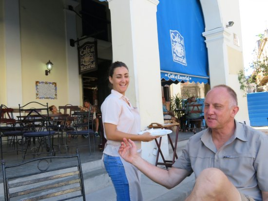 Cafe El Escorial: A patron being served by a friendly waitress