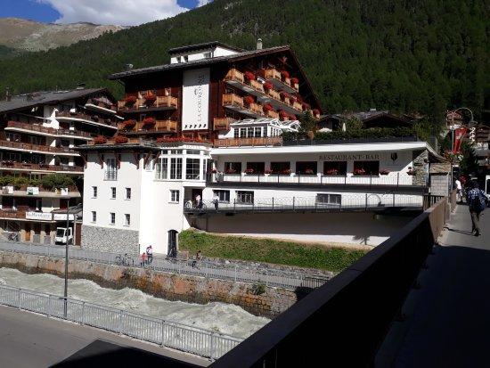 Hotel La Couronne: Außenansicht