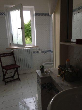 Pratola Peligna, Italy: Bagno interno stanza Sirente