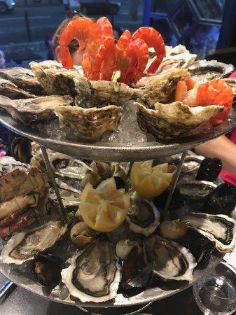 """Le Coq d'Or: Une partie du plat de fruits de mer """"Amiral"""""""
