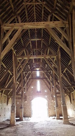 Great Coxwell Barn : inside tithe barn