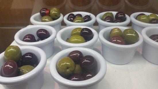 La Fontana: Selection olives