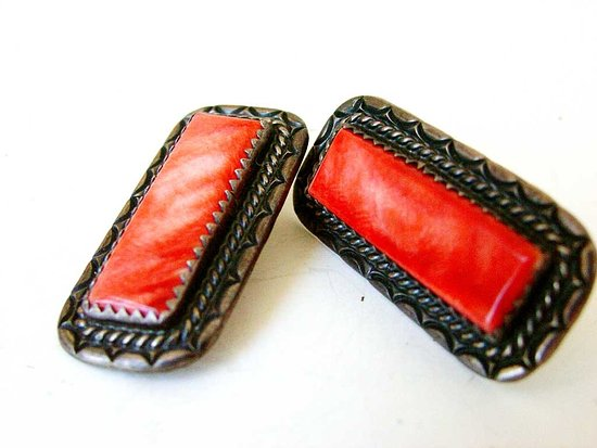 Mancos, CO: Stunning Vintage Spiney Oster Shell Earrings