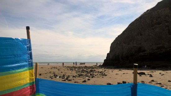 Pendine, UK: Beach view, near caves and rock pools