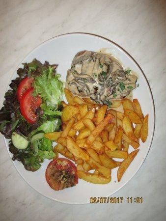 Trets, فرنسا: magret aux cépes à la brasserie du cours trets