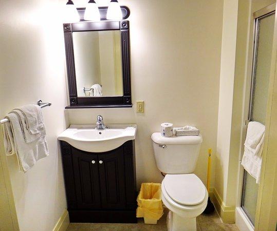 Glenwood, MN: Annex Rooms (1 Queen Bed)