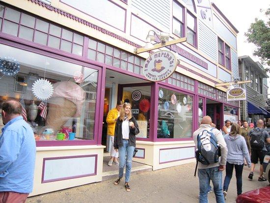 Oak Bluffs, MA: Shops on Circuit Avenue