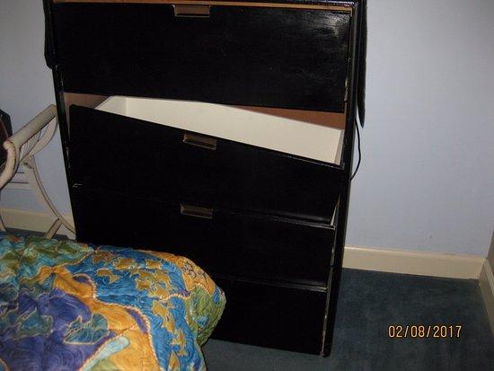 Forest Dunes Resort: bedroom dresser only one, broken