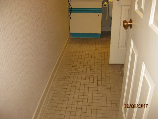 Forest Dunes Resort: Bathroom floor and cabinets very old