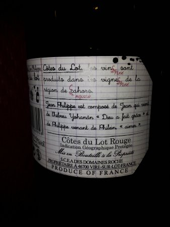 Parthenay, Frankrig: Lovely food, creme brulee warm and light. Jean Philippe's wine from Cahors delicious!