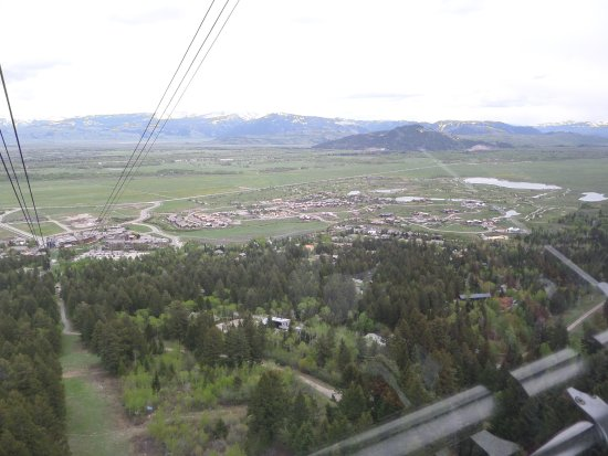 Teton Village, WY: Look at how small the building are!!!