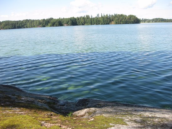 Halosenniemi Museum: Beautiful blue water