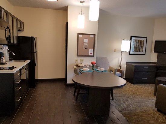 كاندلوود سويتس سيراكيوز: One & Two Bedroom Suite