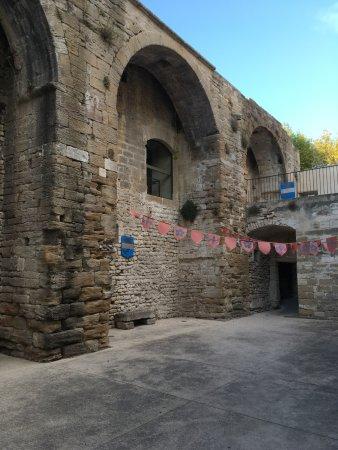 Richerenches, France: le restaurant est au sein d'une ancienne commanderie des templiers