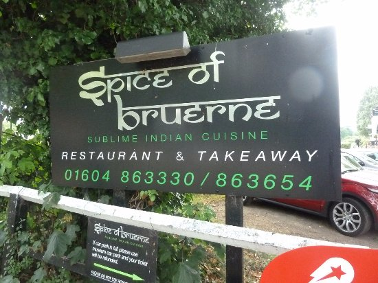 Stoke Bruerne, UK: the approach to Spice of Bruerne by the car park