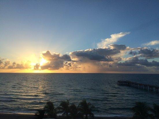 Sunny Isles Beach, FL: Sunrise from the balcony