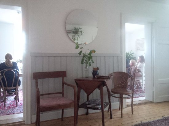 Talldungen Gardshotell: Taken from the sitting room where I had my pre-dinner beer. Looking at room where a family can e