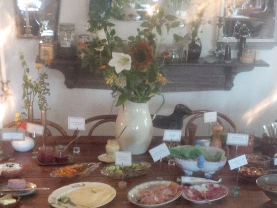 Talldungen Gardshotell: A bit of the breakfast spread.