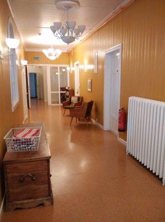 Seydisfjordur Hostel Hafaldan: Pasillo /Acceso